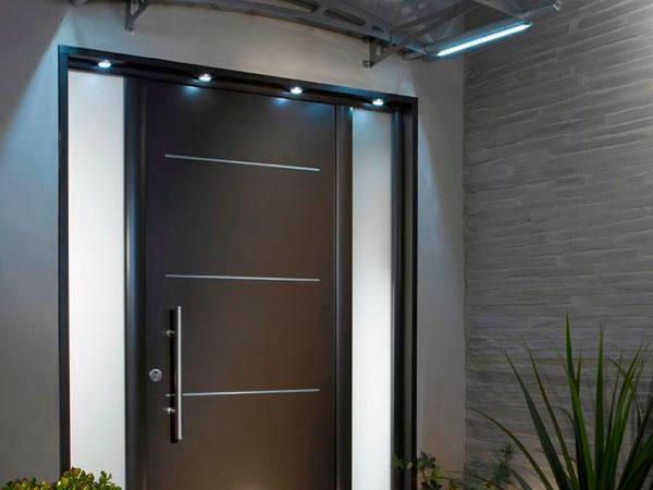 Showroom barral puertas de exterior for Puertas de madera maciza exterior